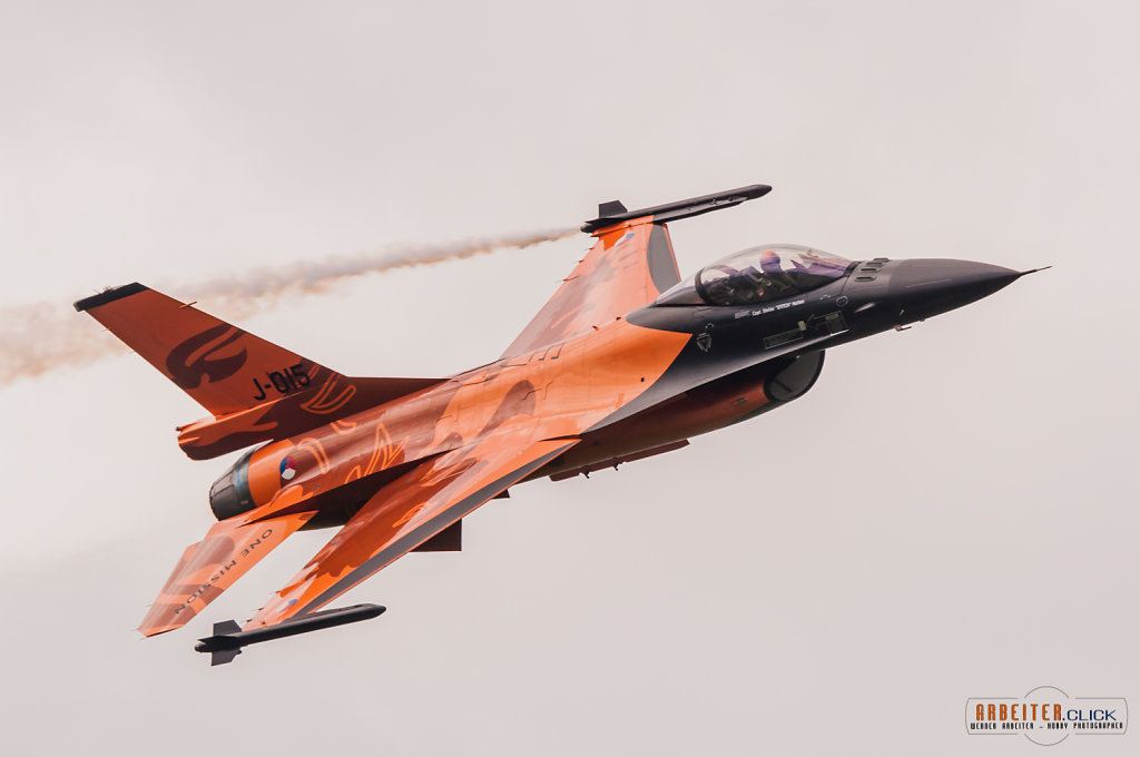 Dutch F16 on Airpower13